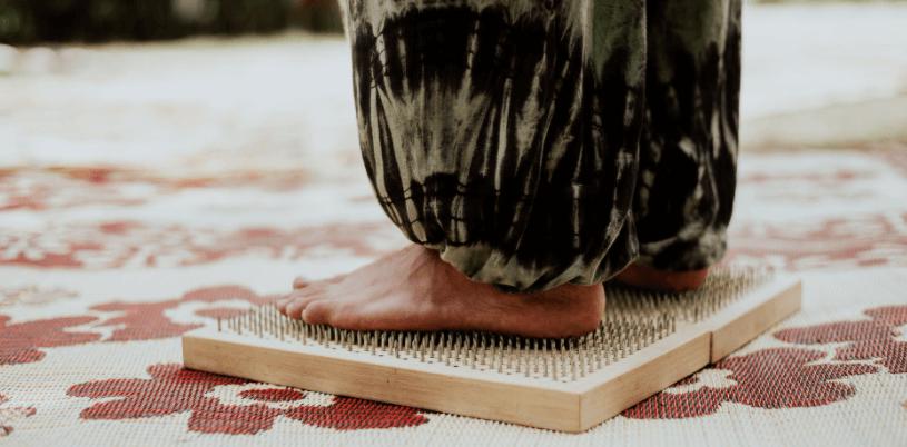 acupuncture pendant règles sur tapis indien