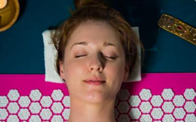 Comment méditer avec un tapis d'acupression ?