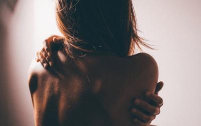Traiter les mal de dos avec un tapis d'acupression [guide complet]